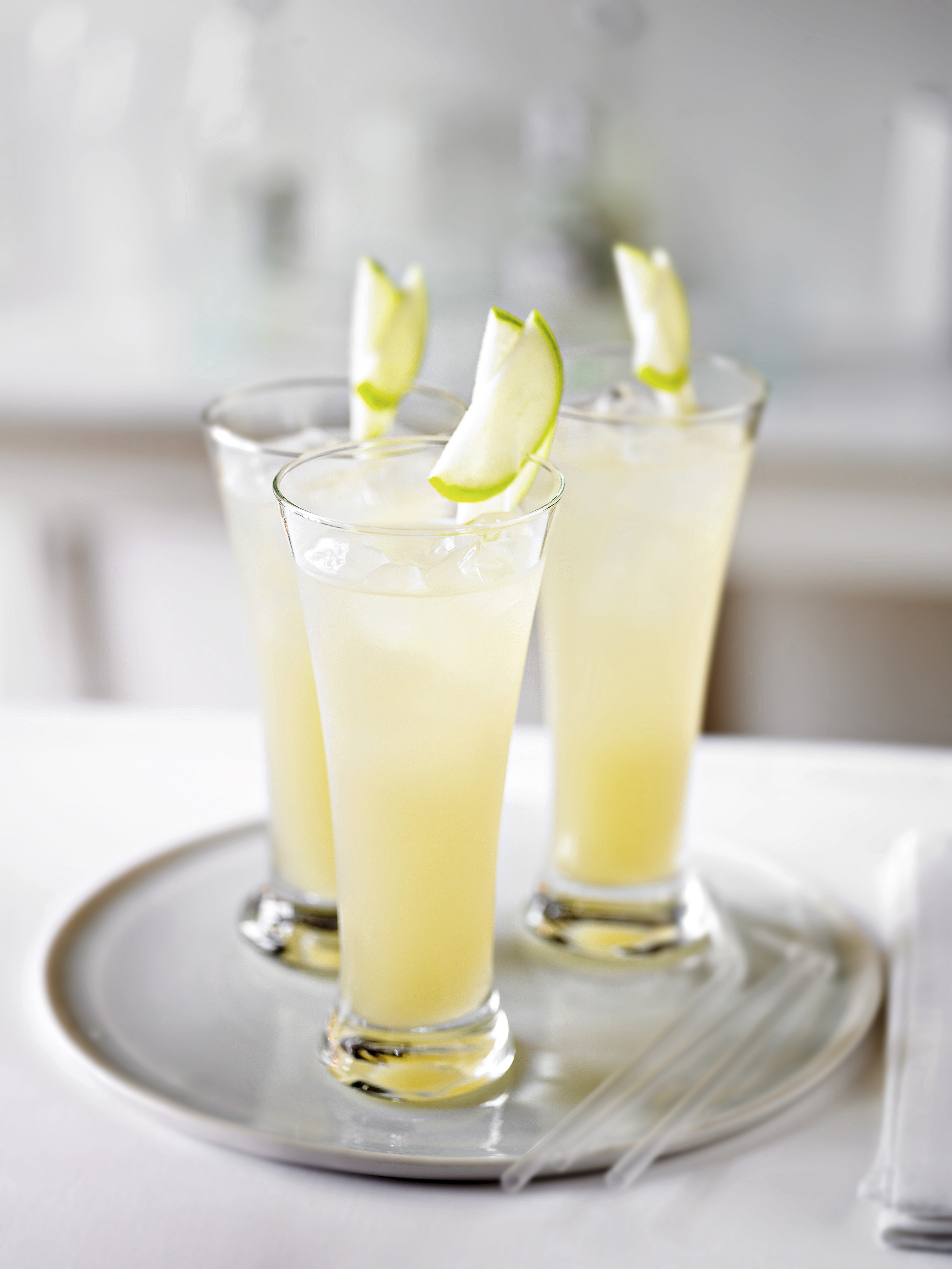 Apple and Elderflower Fizz Mocktail