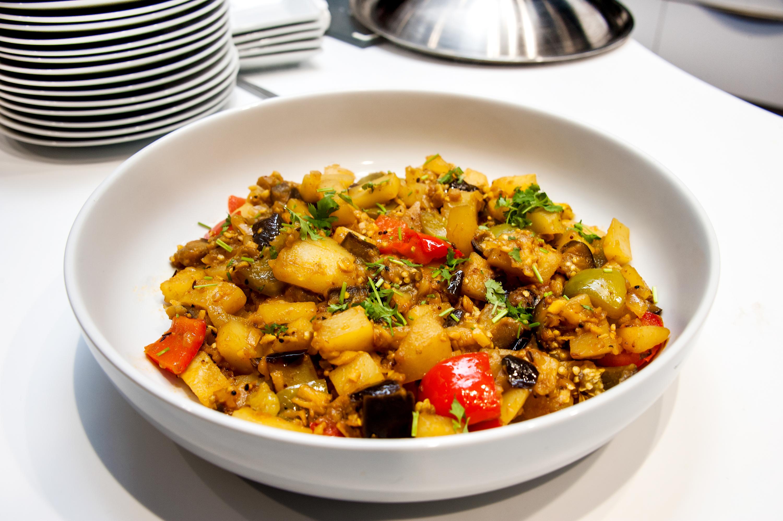 Aubergine, Capsicum & Potato Curry
