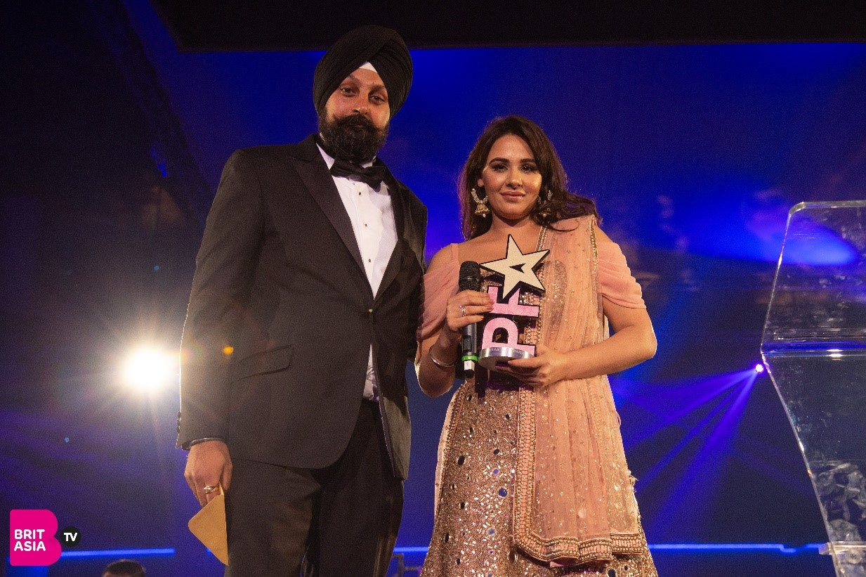Mandy Takhar picks up the Inspiration Award presented by CEO of BritAsia TV, Tony Shergill