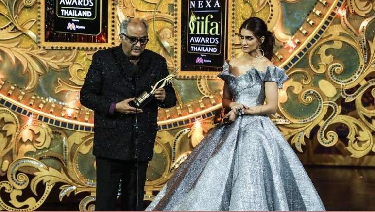 Boney Kapoor picks up the award in honour of Sridevi