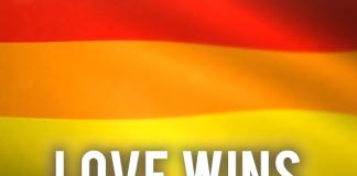 INDIA DECRIMINALIZES GAY SEX