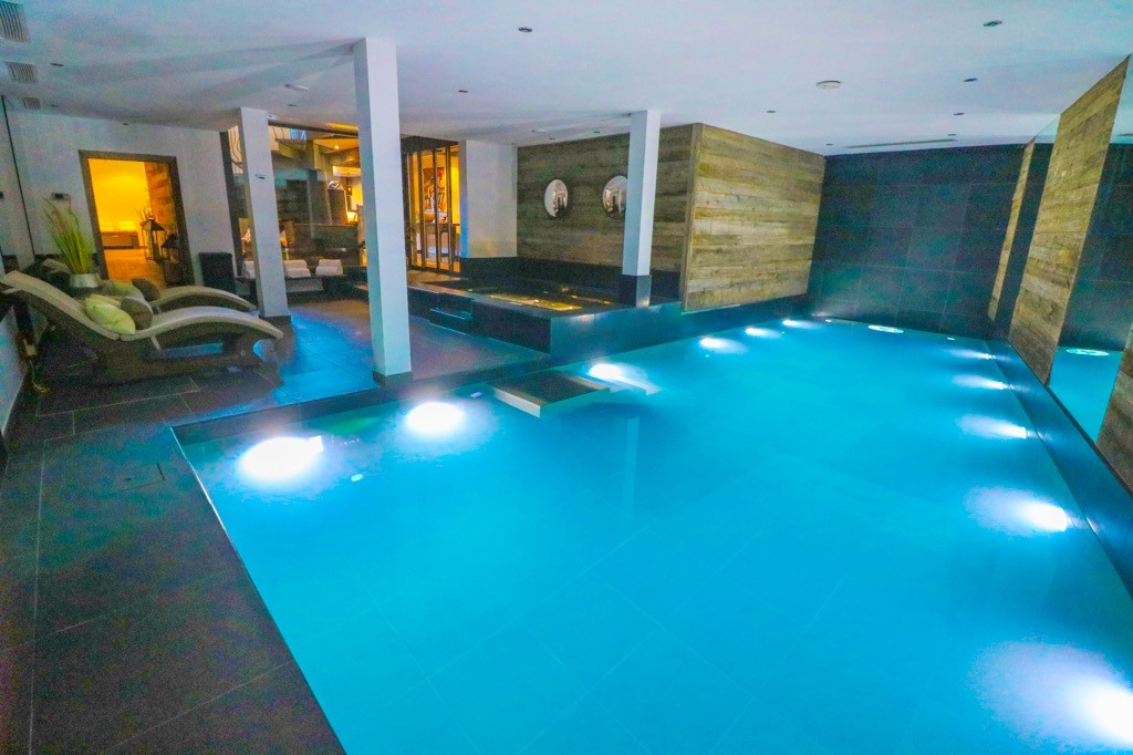 indoor pool at the lodge